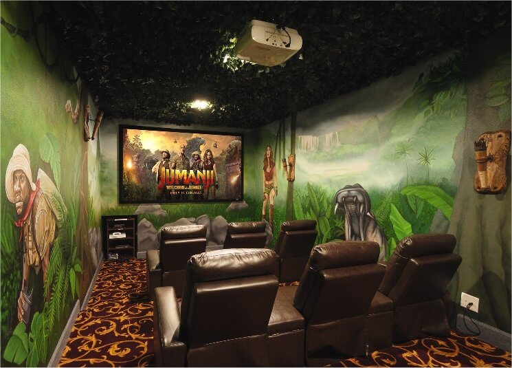 Jumanji - Welcome to the Jungle themed movie theater in a house!